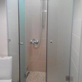 душевая с двойными распашными дверями 2